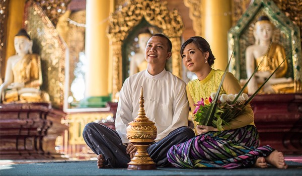 Tourists on Myanmar Tours to Find the Traditional Clothes Attractive