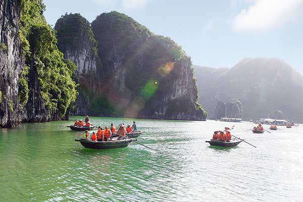 The best spots for Kayaking in Halong Bay