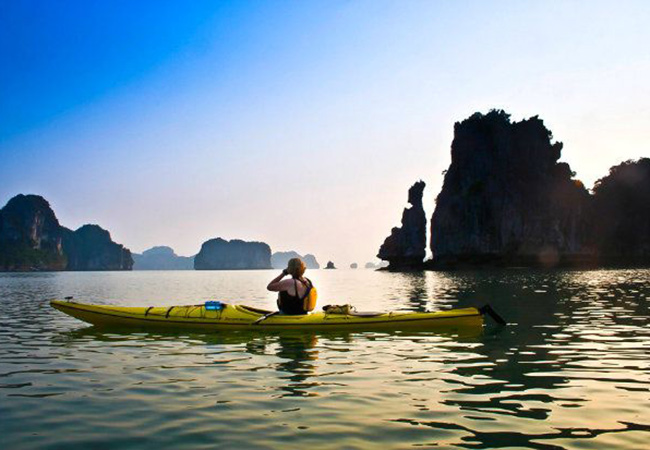 Kayaking in Halong bay – An exciting form of discover you should not miss