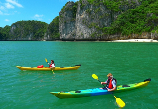 A complete introduction about Halong Kayaking for fresh kayakers
