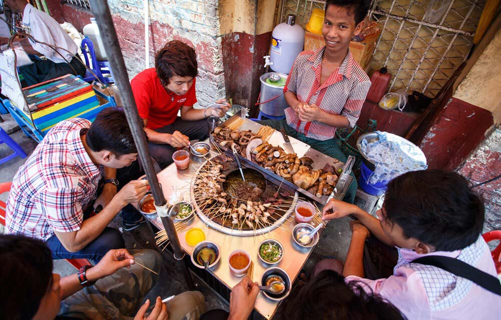 Top 12 And 1 Dishes to Be Suggest for an Enjoyable Myanmar Package Tour